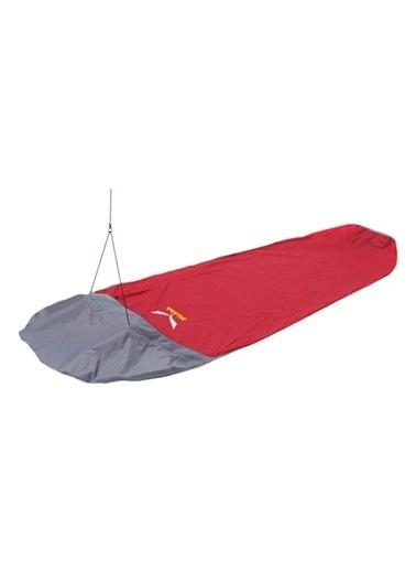 Salewa Outdoor Malzemesi Ve Ekipmanla Kırmızı